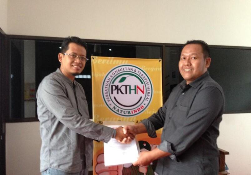 Alhamdulillah, Tanda tangan surat perjanjian kerjasama Konsultan Digital marketing OkeBizz Corp dengan PT Naturindo berjalan Lancar